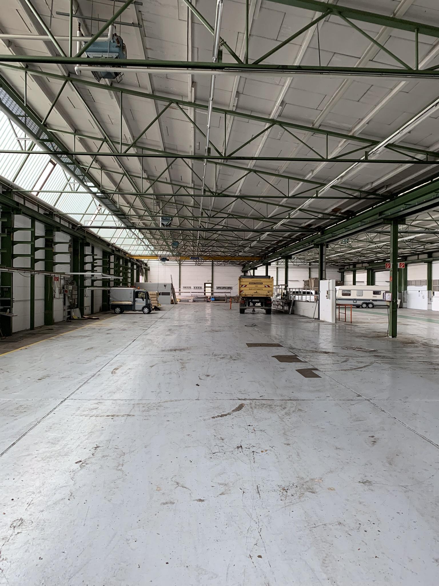 Gesicherte Hallenstellplätze für Wohnwägen, Oldtimer, LKWs etc.