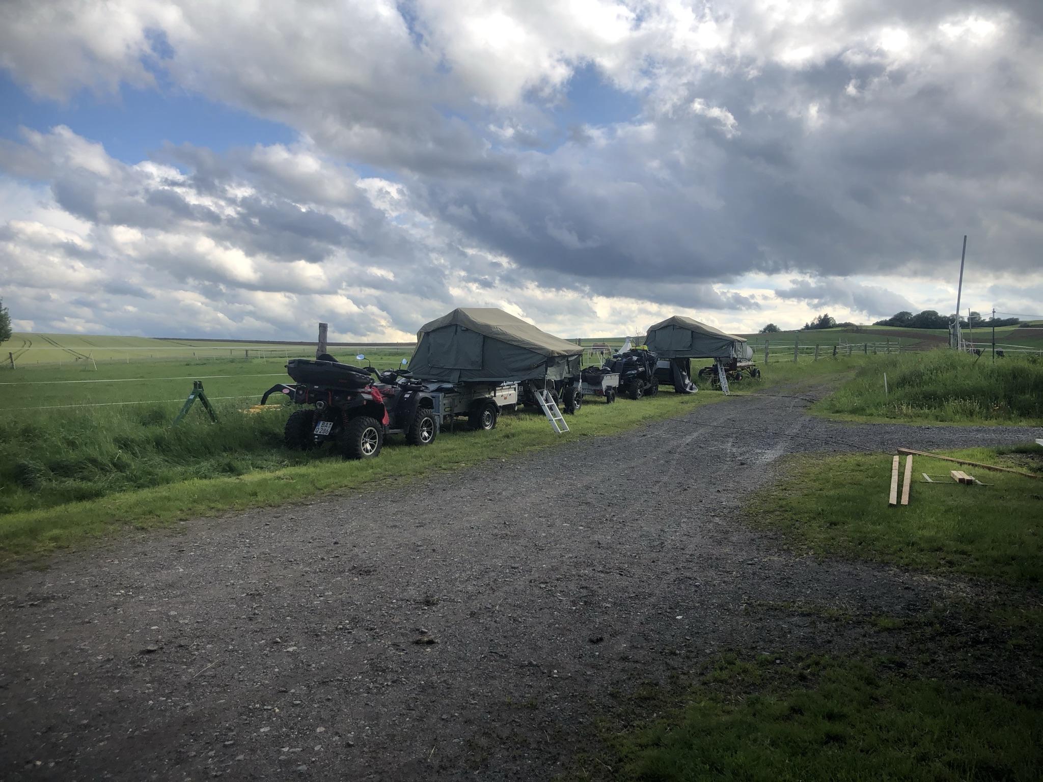 Stellplätze auf familiärer Reitanlage am Fuße des Westerwaldes