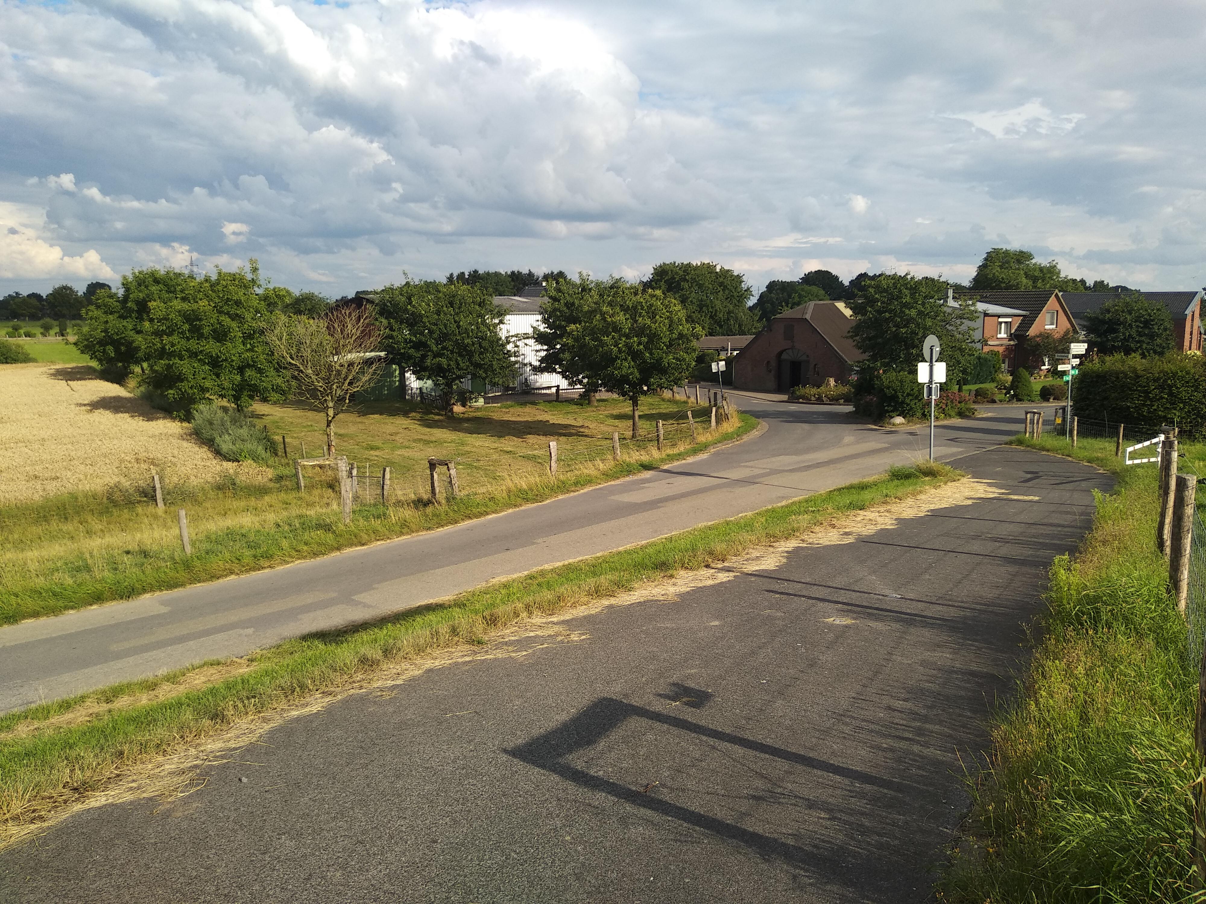 Am Rheindeichfuße, direkt am schönsten Radweg des Niederrheines